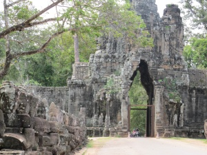 Bayon Causeway, gods on the left side before entrance gate